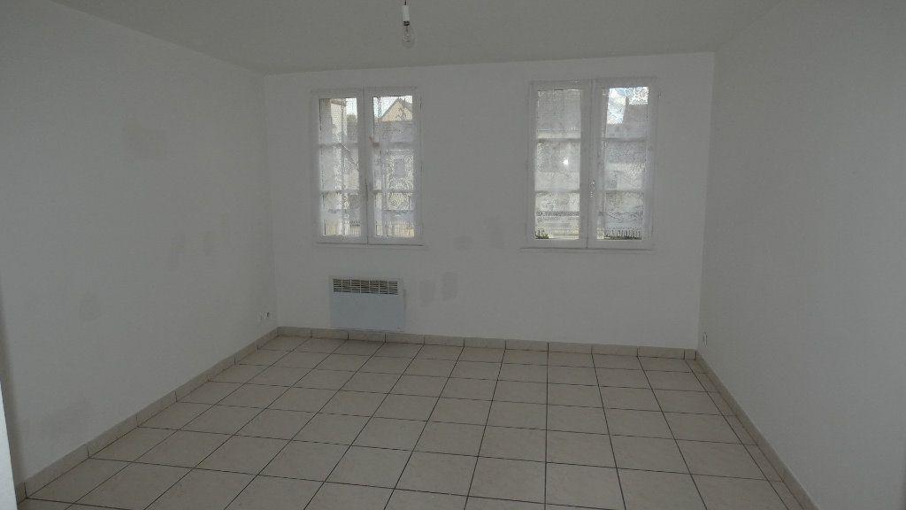 Appartement à louer 3 65.39m2 à Neuilly-Saint-Front vignette-1