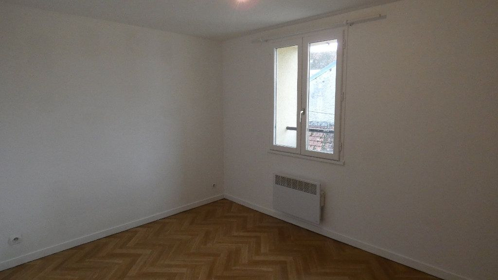 Appartement à louer 3 65.39m2 à Neuilly-Saint-Front vignette-4
