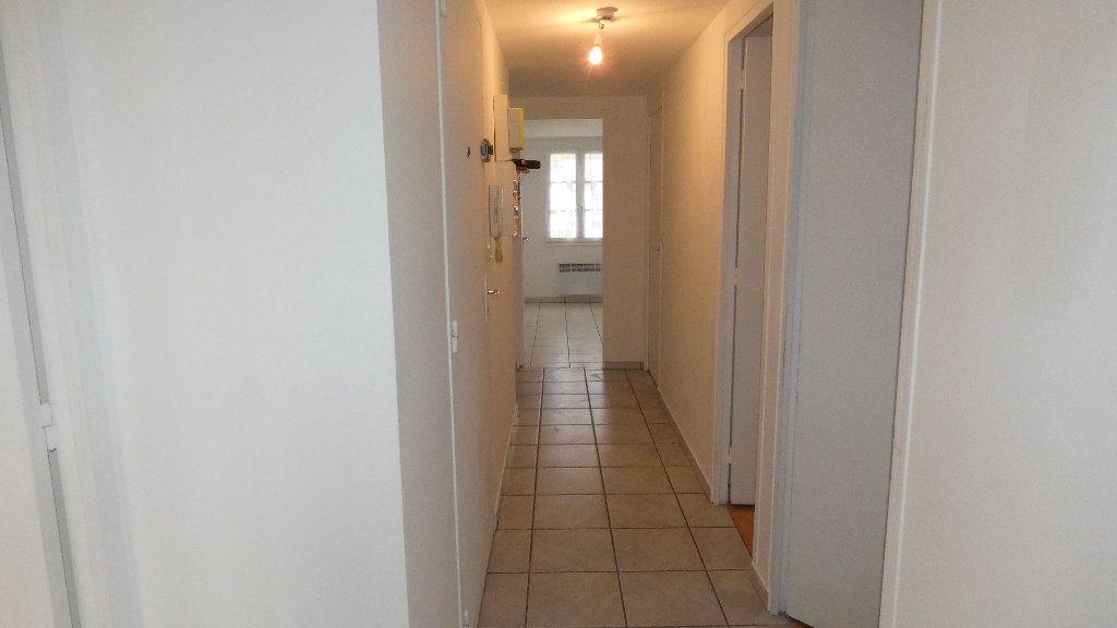 Appartement à louer 3 65.39m2 à Neuilly-Saint-Front vignette-5