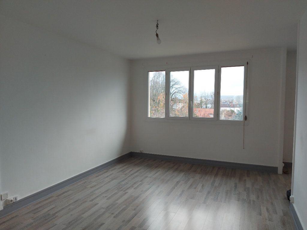 Appartement à louer 3 63.37m2 à Château-Thierry vignette-1