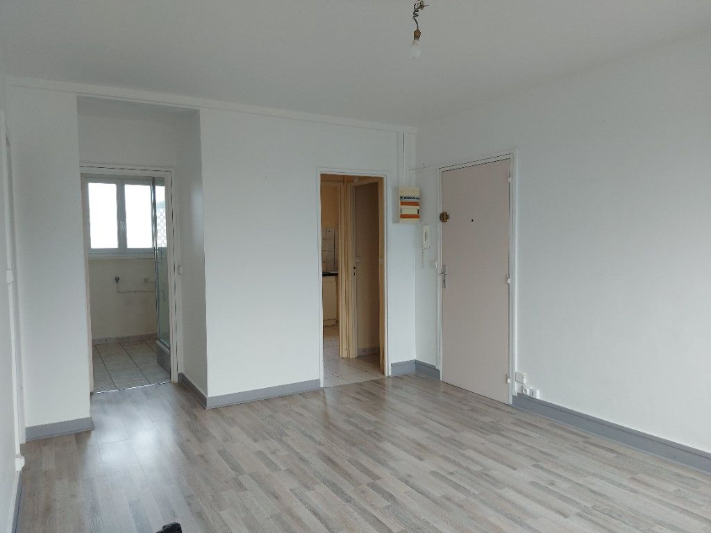Appartement à louer 3 63.37m2 à Château-Thierry vignette-2