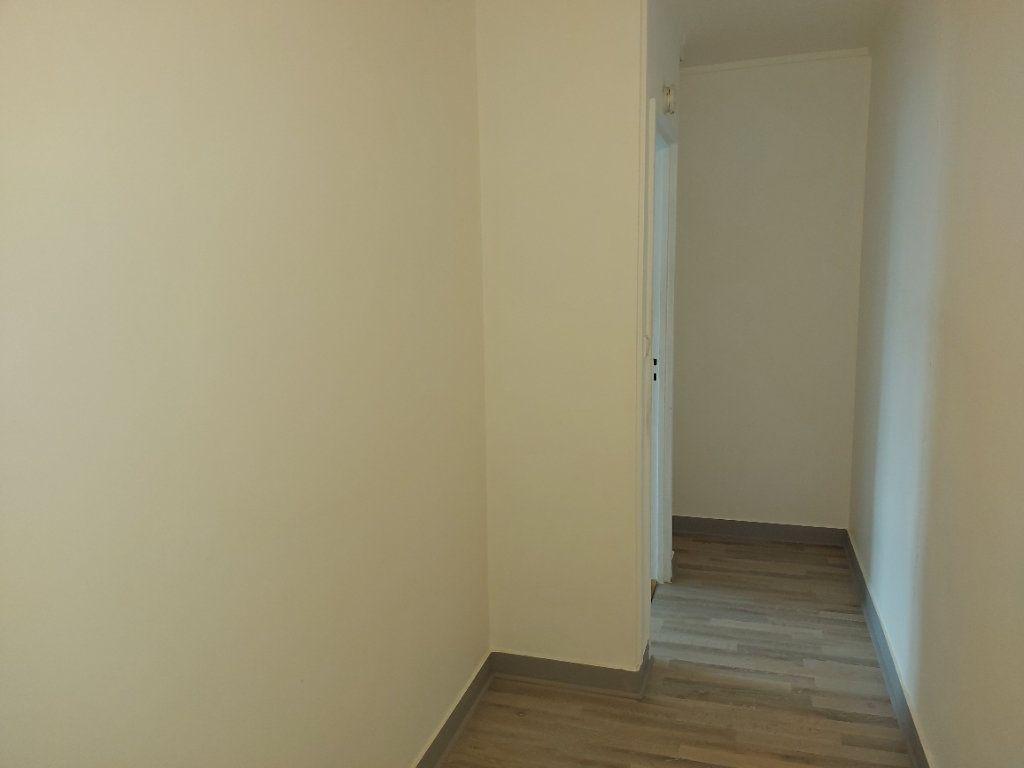 Appartement à louer 3 63.37m2 à Château-Thierry vignette-9