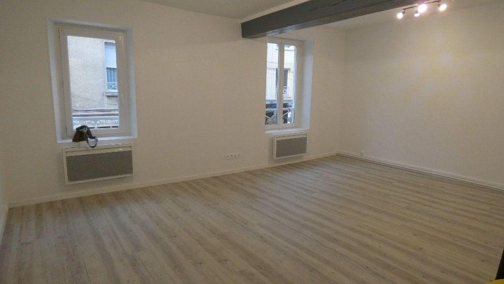 Appartement à louer 3 60.61m2 à Château-Thierry vignette-1