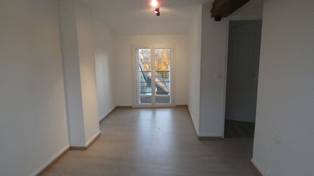 Appartement à louer 3 60.61m2 à Château-Thierry vignette-2