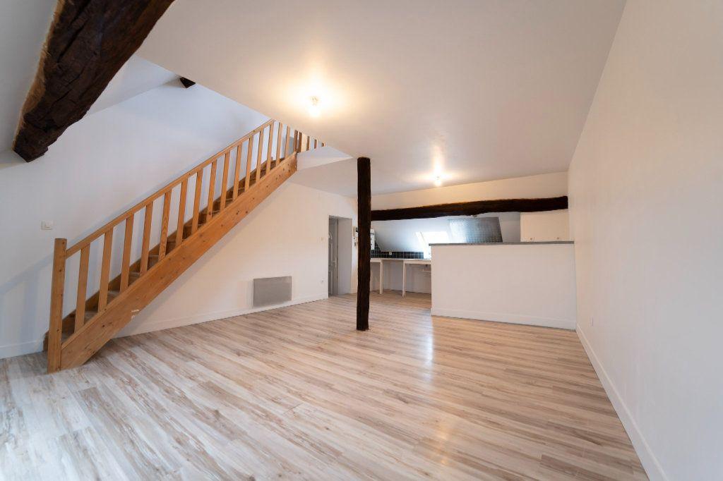 Appartement à louer 2 72m2 à Charly-sur-Marne vignette-1