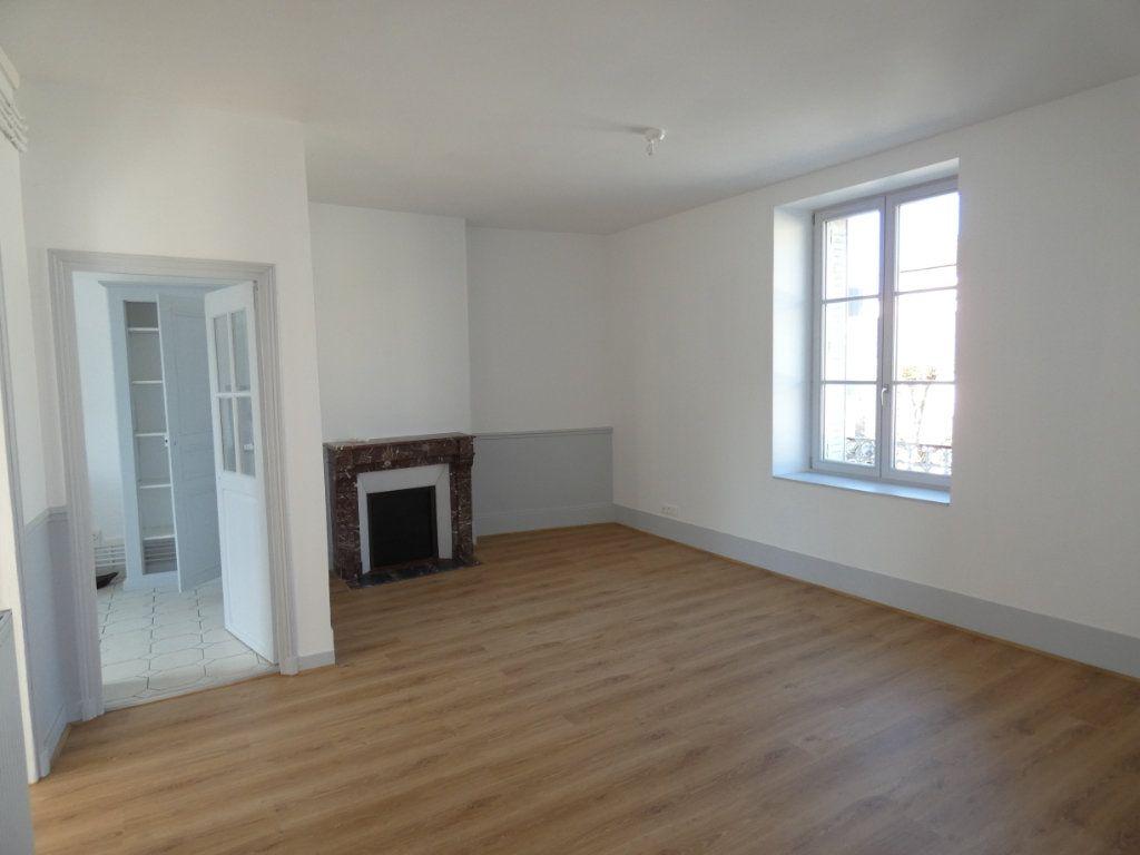 Appartement à louer 3 77.2m2 à Château-Thierry vignette-1