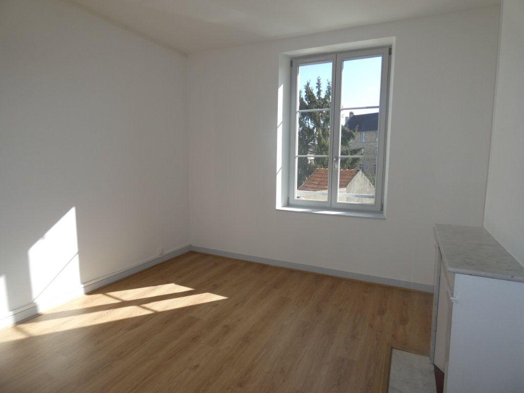 Appartement à louer 3 77.2m2 à Château-Thierry vignette-3