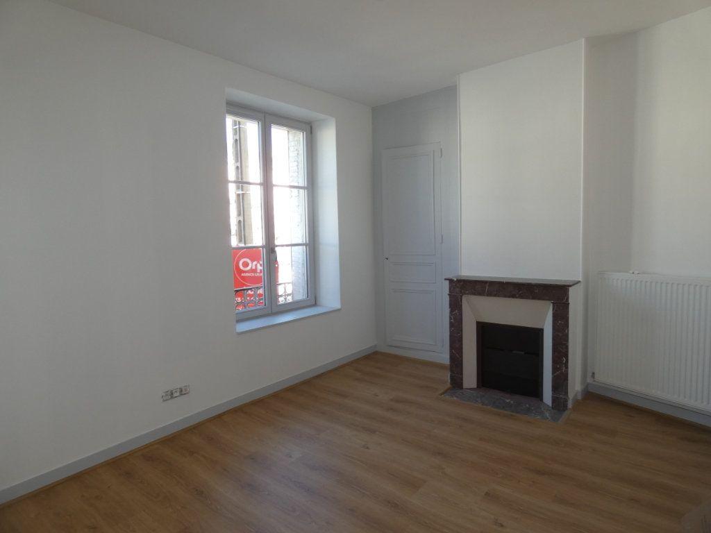 Appartement à louer 3 77.2m2 à Château-Thierry vignette-4