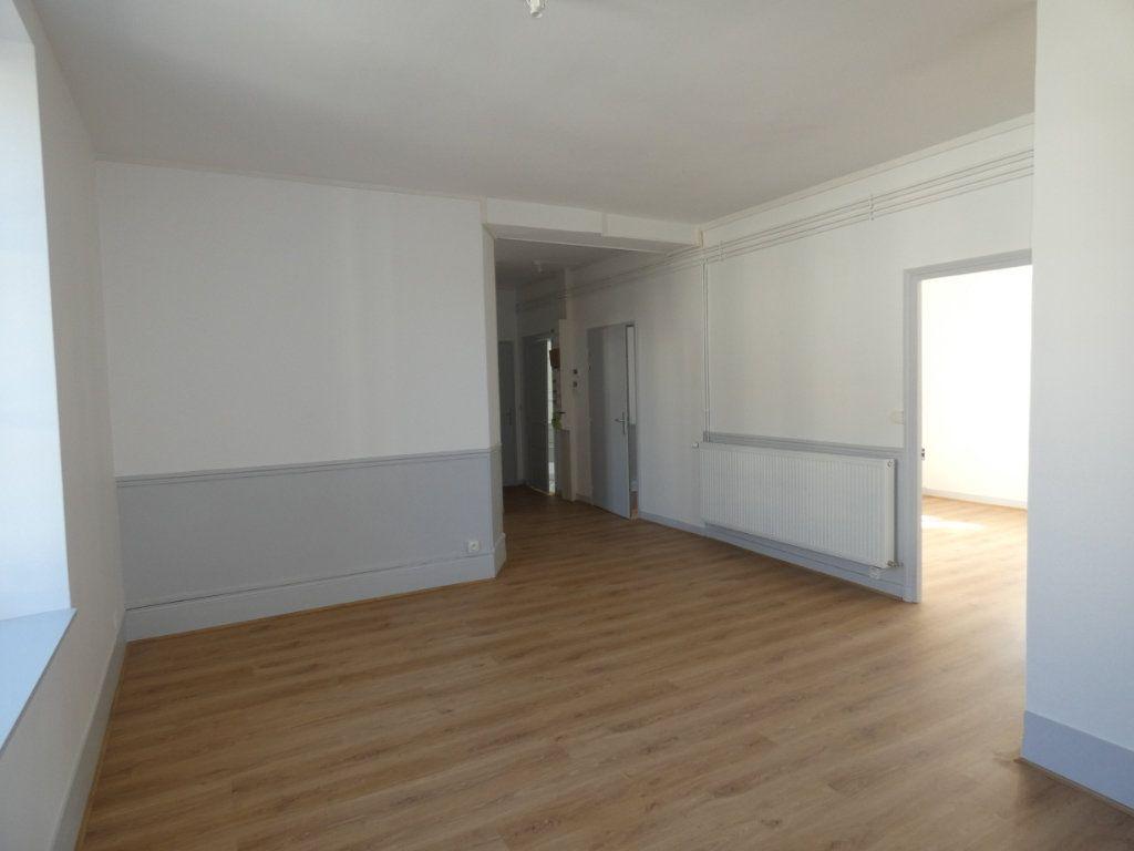 Appartement à louer 3 77.2m2 à Château-Thierry vignette-6
