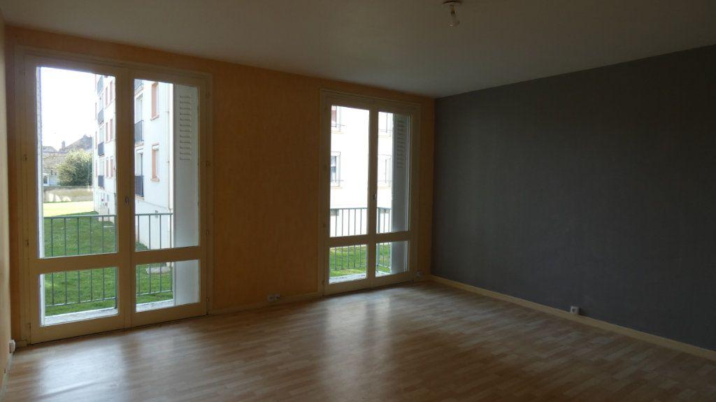 Appartement à vendre 4 72.64m2 à Château-Thierry vignette-3