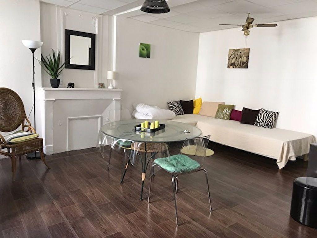 Appartement à louer 1 30m2 à La Rochelle vignette-1