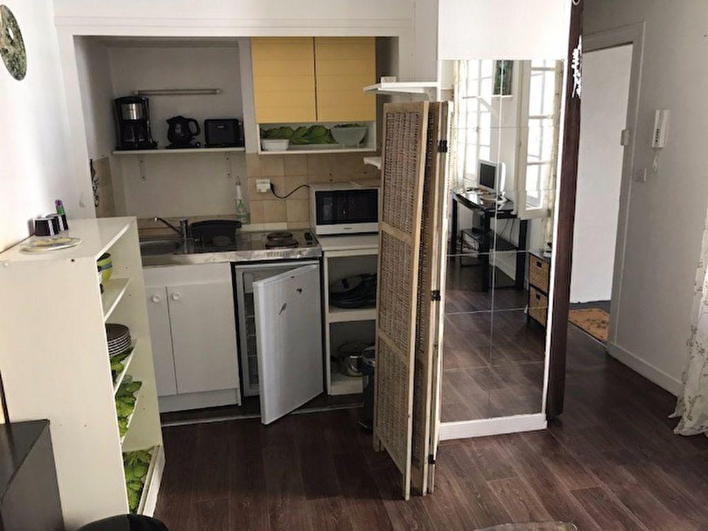 Appartement à louer 1 30m2 à La Rochelle vignette-4