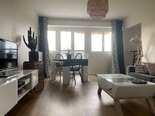 Appartement à vendre 4 78.6m2 à La Rochelle vignette-1