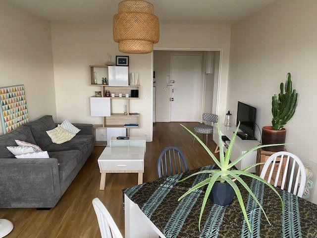 Appartement à vendre 4 78.6m2 à La Rochelle vignette-4