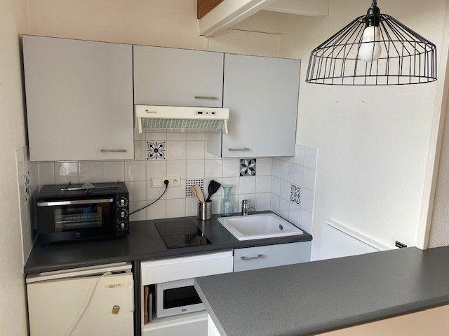 Appartement à louer 2 33.5m2 à La Rochelle vignette-2