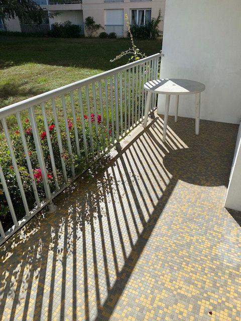 Appartement à louer 1 41m2 à La Rochelle vignette-3