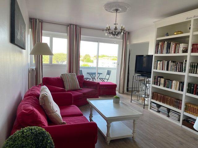 Appartement à vendre 4 95m2 à La Rochelle vignette-1