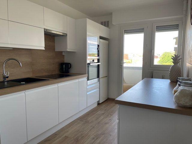 Appartement à vendre 4 95m2 à La Rochelle vignette-3