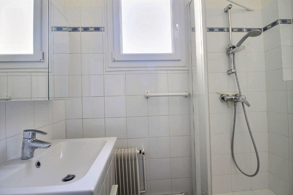 Appartement à louer 3 66m2 à Paris 14 vignette-6