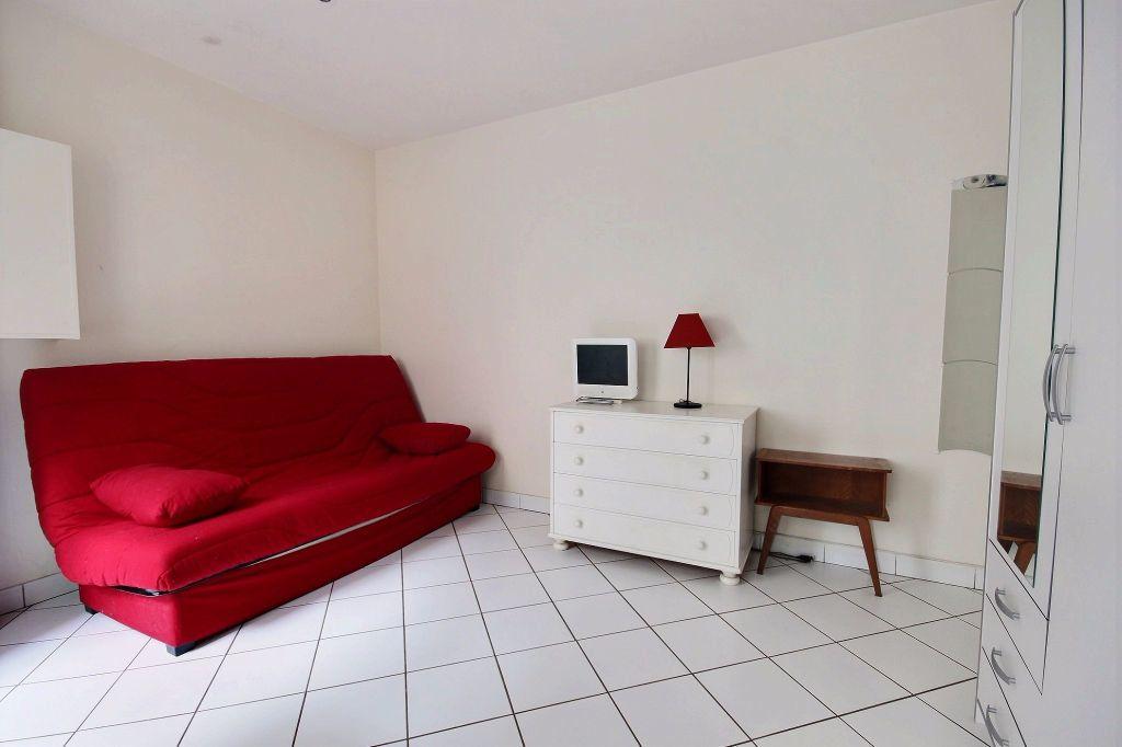 Appartement à louer 1 18m2 à Paris 14 vignette-1