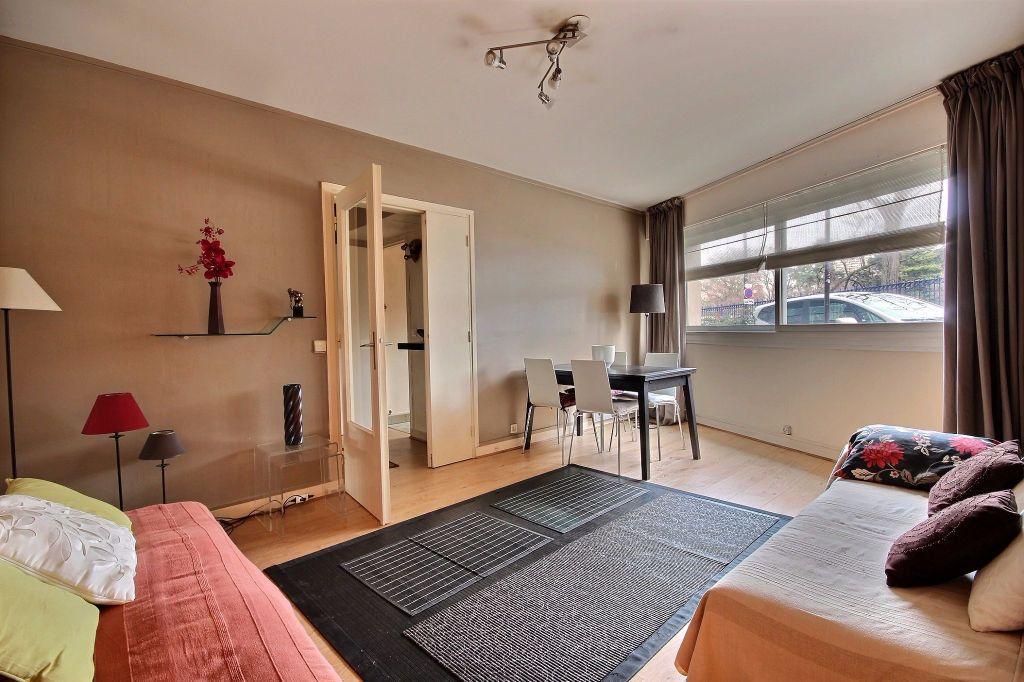 Appartement à louer 2 46.79m2 à Paris 14 vignette-1