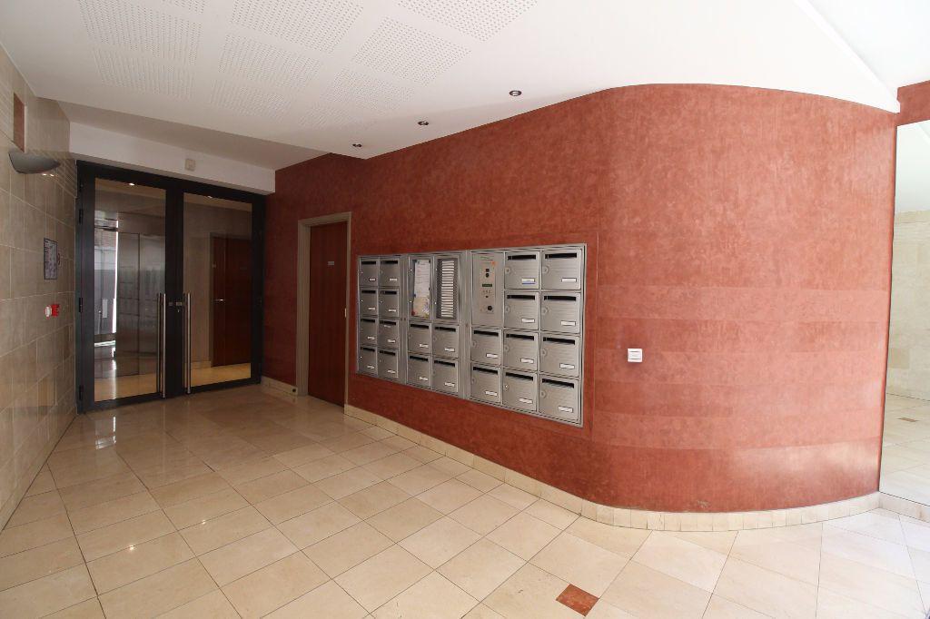 Appartement à louer 2 29.07m2 à Paris 15 vignette-8