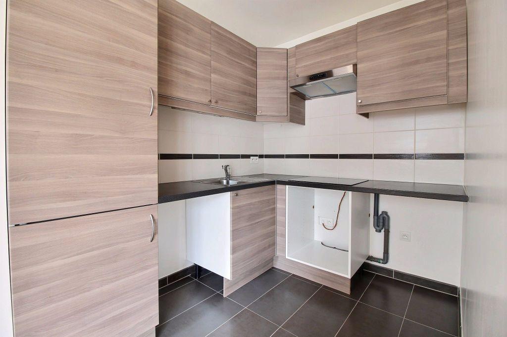 Appartement à louer 3 63m2 à Vanves vignette-3