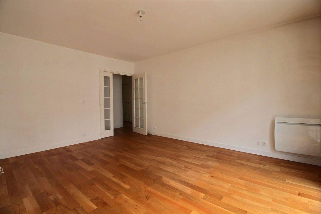 Appartement à louer 3 63m2 à Vanves vignette-8