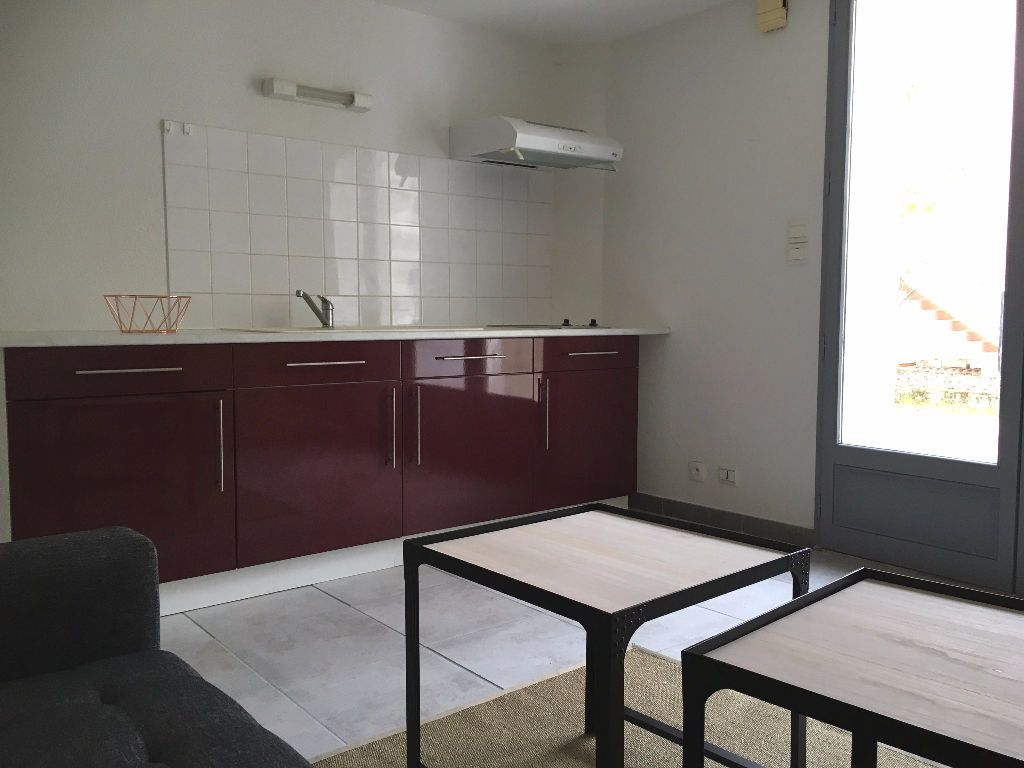 Appartement à louer 1 15m2 à Aire-sur-l'Adour vignette-1