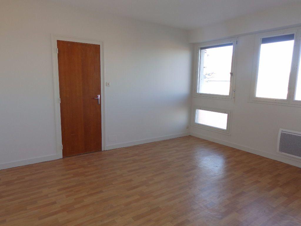 Appartement à louer 1 35m2 à Aire-sur-l'Adour vignette-1