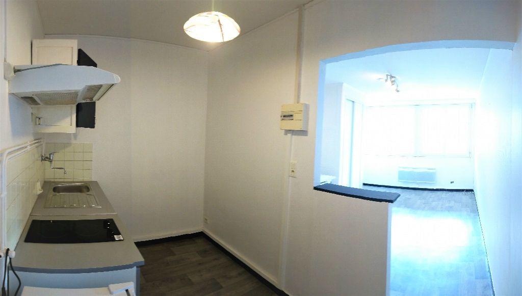 Appartement à louer 1 26m2 à Aire-sur-l'Adour vignette-2