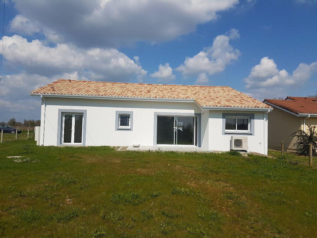 Maison à louer 4 125m2 à Le Vignau vignette-1