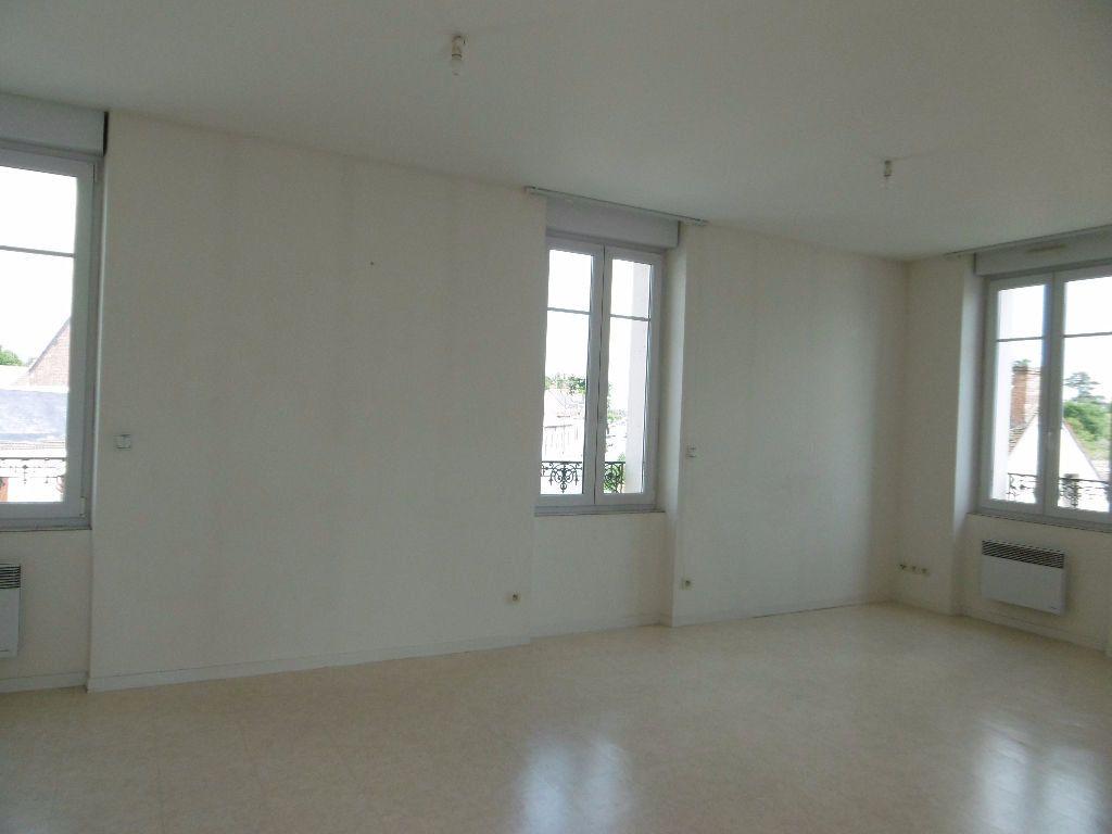 Appartement à louer 2 41m2 à Sully-sur-Loire vignette-1