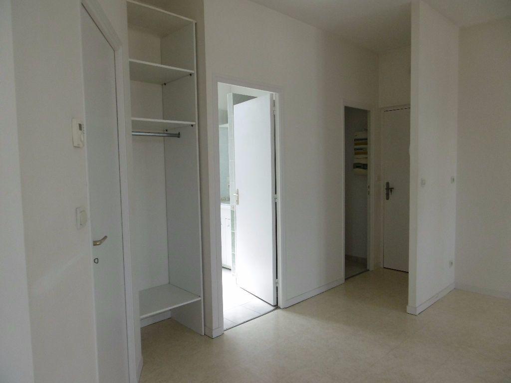 Appartement à louer 2 41m2 à Sully-sur-Loire vignette-5