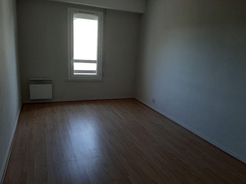 Appartement à louer 3 73m2 à Les Bordes vignette-3