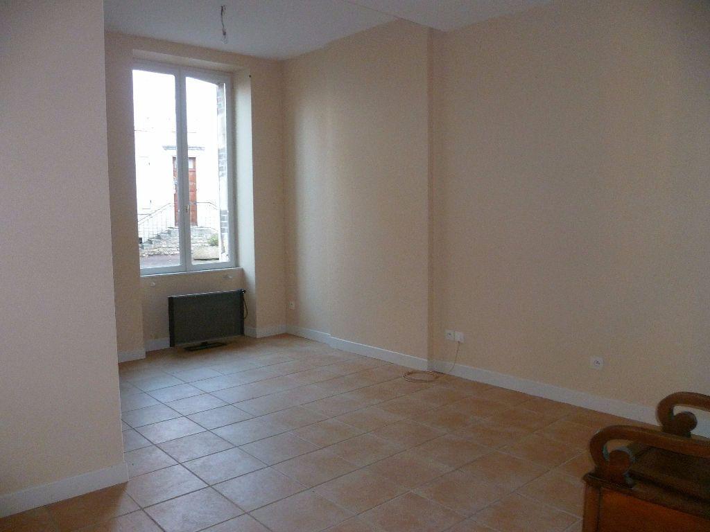 Maison à louer 3 103m2 à Châtillon-Coligny vignette-2