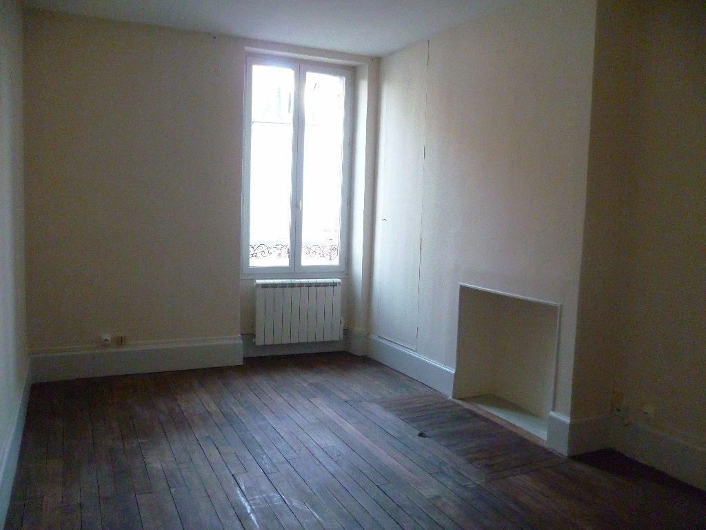 Maison à louer 3 103m2 à Châtillon-Coligny vignette-4