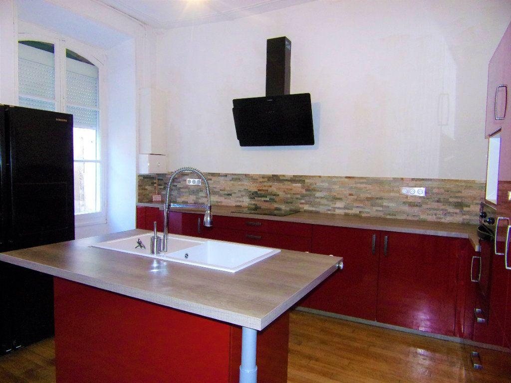 Maison à louer 4 130.2m2 à Châtillon-Coligny vignette-1