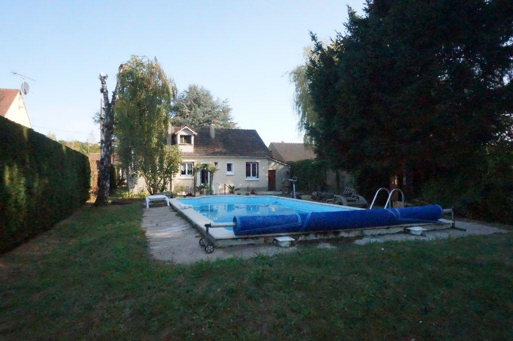 Maison à vendre 5 105m2 à Les Bordes vignette-1