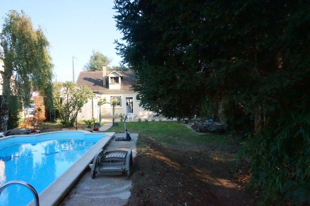 Maison à vendre 5 105m2 à Les Bordes vignette-8
