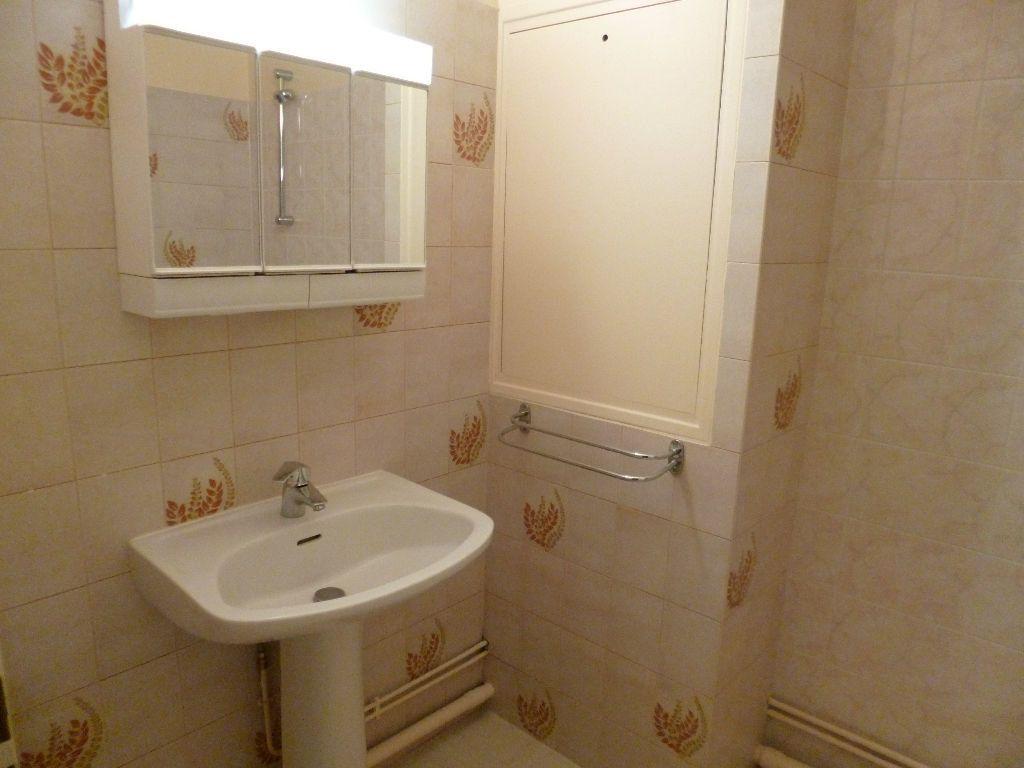 Appartement à louer 3 73m2 à Les Bordes vignette-5