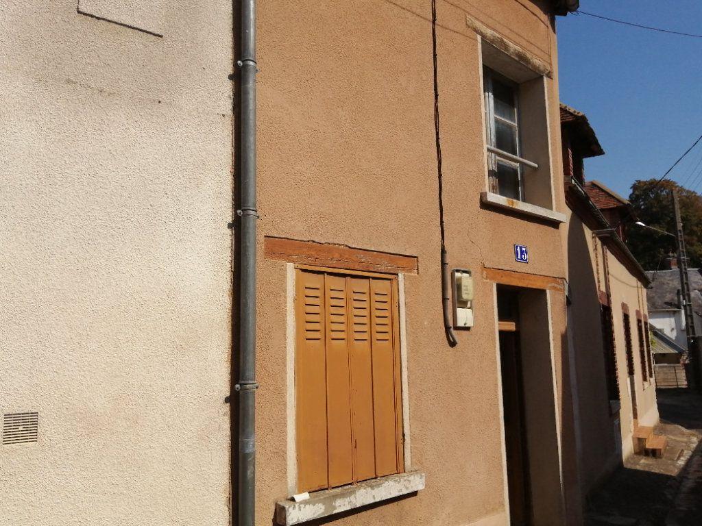 Maison à vendre 3 65m2 à Châtillon-Coligny vignette-1
