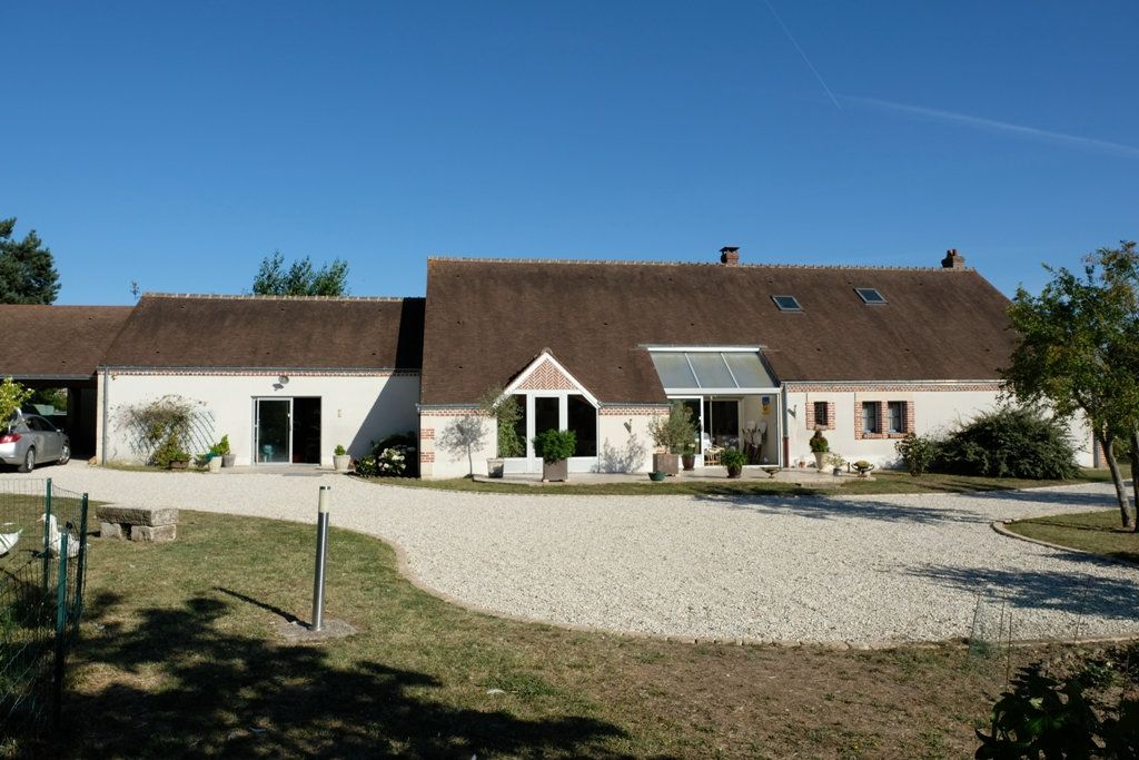 Maison à vendre 7 207.48m2 à Les Bordes vignette-1