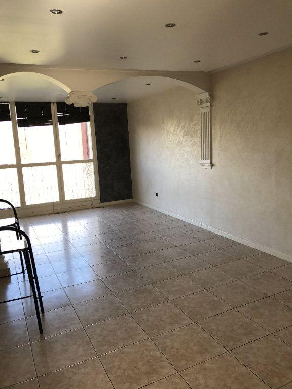Appartement à louer 4 67m2 à Carros vignette-1