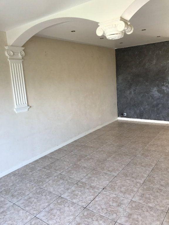 Appartement à louer 4 67m2 à Carros vignette-2