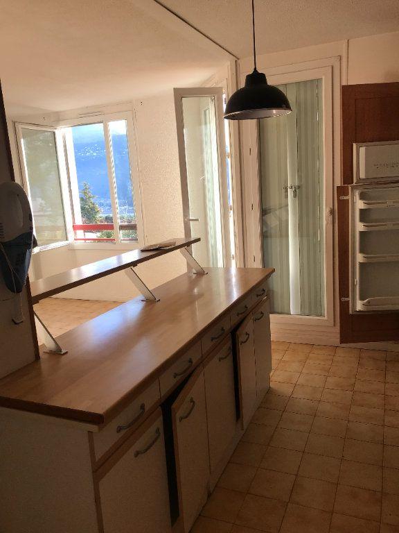 Appartement à louer 3 59.28m2 à Carros vignette-3