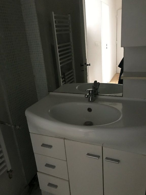Appartement à louer 3 59.28m2 à Carros vignette-9