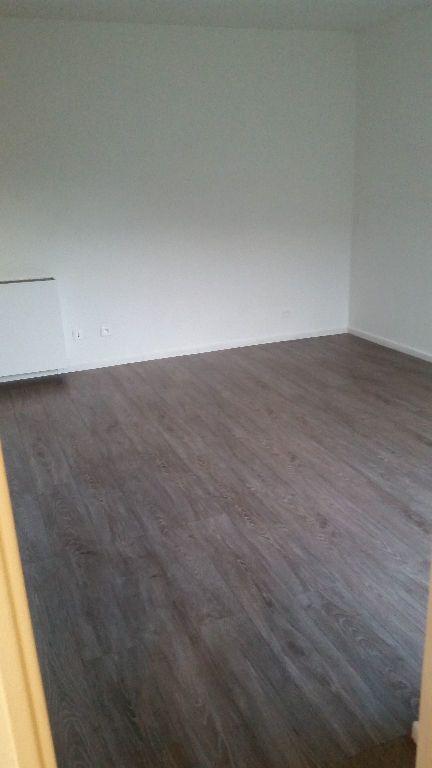 Appartement à louer 1 23.64m2 à Carros vignette-3