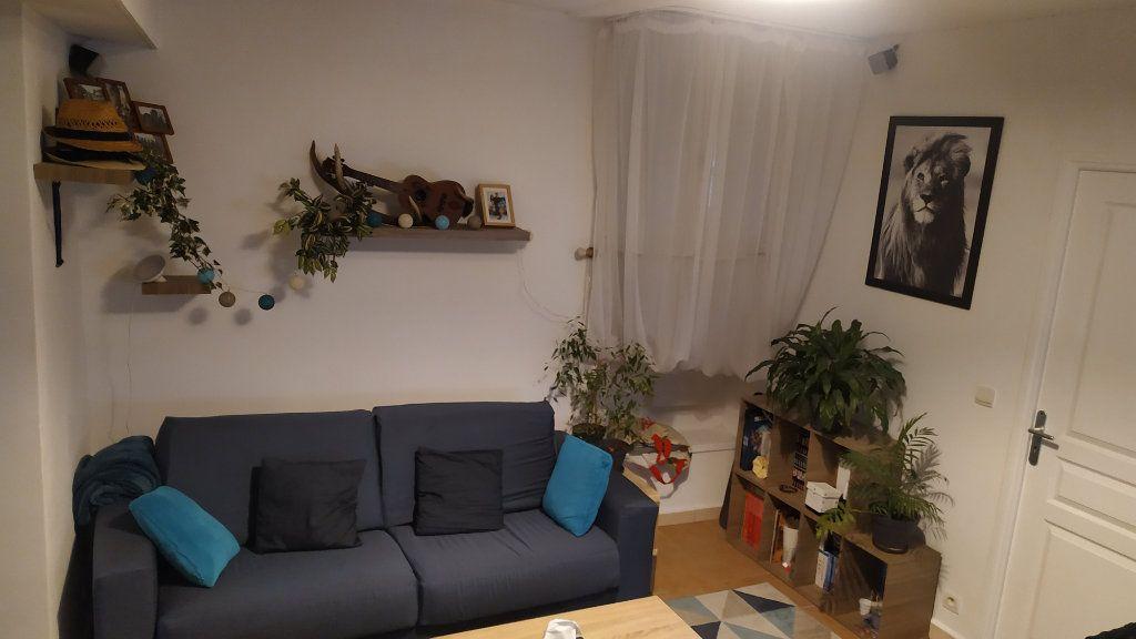 Appartement à louer 2 30.35m2 à Gilette vignette-1