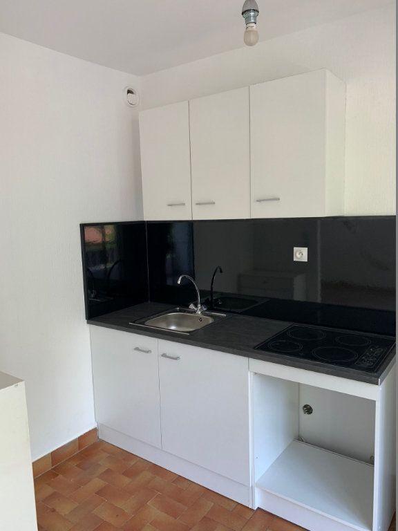 Appartement à louer 1 29m2 à Saint-Laurent-du-Var vignette-2